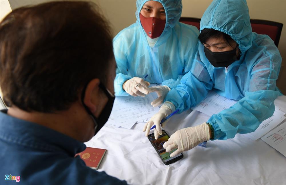 Hà Nội lấy hàng nghìn mẫu xét nghiệm cho người trở về từ vùng dịch-13