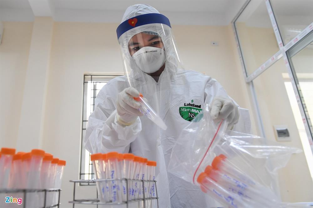 Hà Nội lấy hàng nghìn mẫu xét nghiệm cho người trở về từ vùng dịch-14