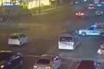 Video: Vượt đèn đỏ, nam thanh niên bị container tông trọng thương-1
