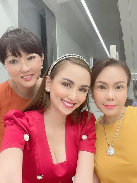 Hoa hậu Diễm Hương khoe cơ ngơi khủng của danh hài Việt Hương-1