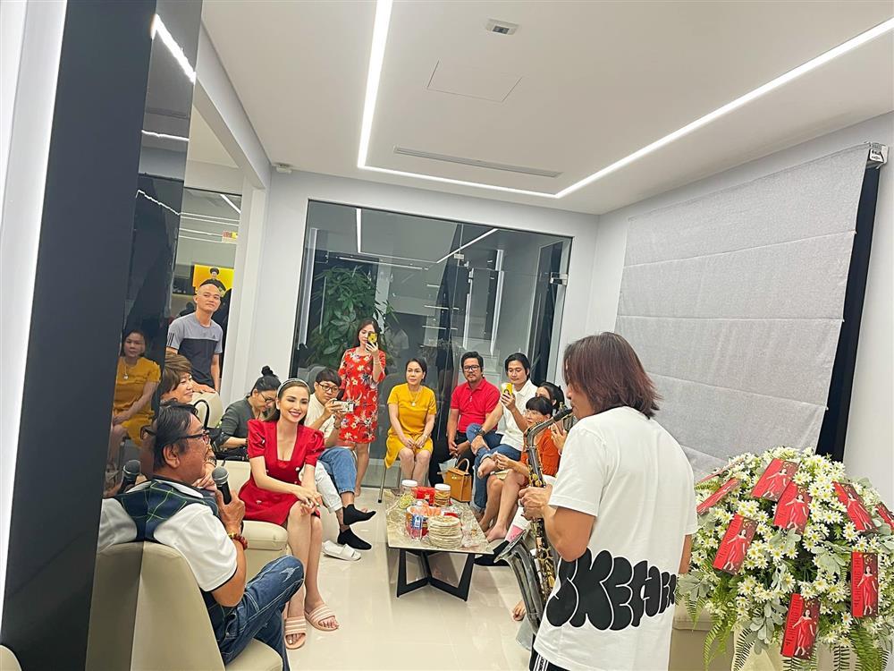 Hoa hậu Diễm Hương khoe cơ ngơi khủng của danh hài Việt Hương-5