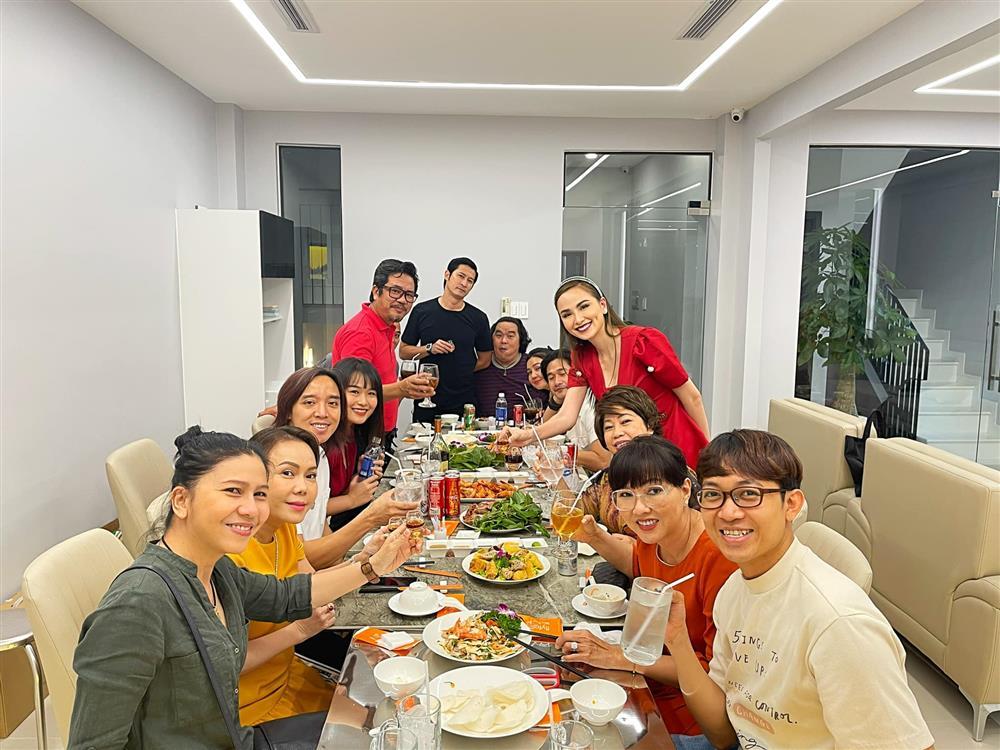 Hoa hậu Diễm Hương khoe cơ ngơi khủng của danh hài Việt Hương-8