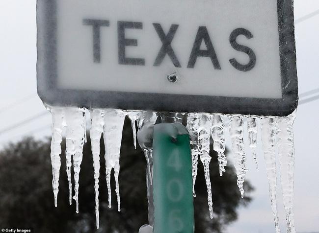 Chưa hết nỗi khổ vạn vật hóa đá, người dân Texas lại khốn đốn vì mất nước và lương thực cạn kiệt, nhìn loạt ảnh mới thấy cùng cực thế nào-2