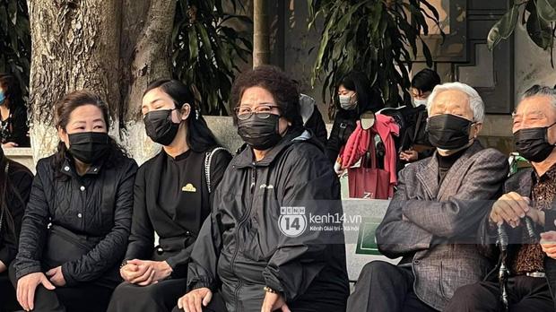 Tang lễ cố NSND Hoàng Dũng: Người thân lặng lẽ bên linh cữu, NS Công Lý - Việt Anh cùng nhiều đồng nghiệp đến tiễn biệt-19