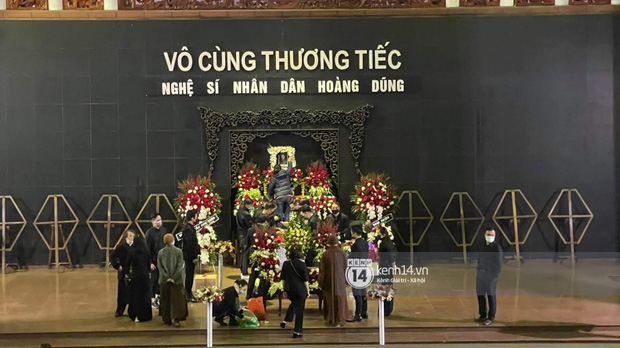Tang lễ cố NSND Hoàng Dũng: Người thân lặng lẽ bên linh cữu, NS Công Lý - Việt Anh cùng nhiều đồng nghiệp đến tiễn biệt-21