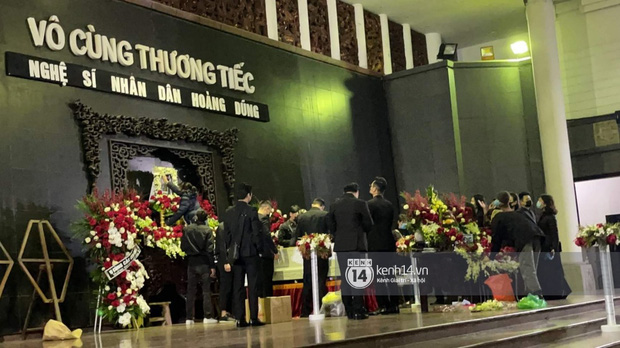 Tang lễ cố NSND Hoàng Dũng: Người thân lặng lẽ bên linh cữu, NS Công Lý - Việt Anh cùng nhiều đồng nghiệp đến tiễn biệt-22