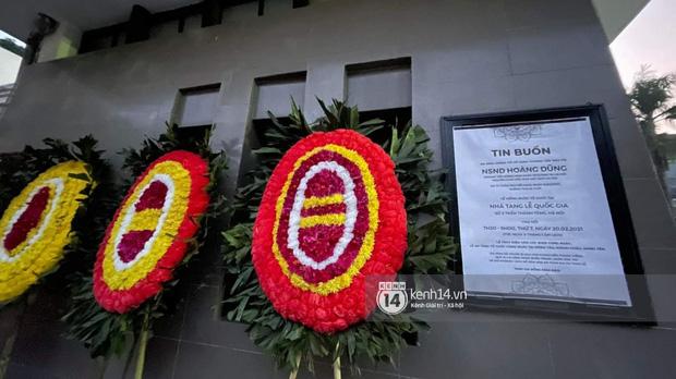 Tang lễ cố NSND Hoàng Dũng: Người thân lặng lẽ bên linh cữu, NS Công Lý - Việt Anh cùng nhiều đồng nghiệp đến tiễn biệt-24