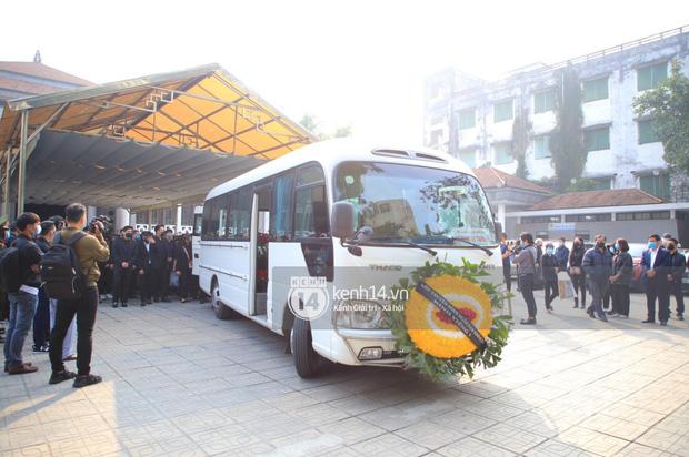 Tang lễ cố NSND Hoàng Dũng: NS Xuân Bắc - Huỳnh Anh cùng nhiều đồng nghiệp đến viếng, linh cữu được đưa đi an táng-1