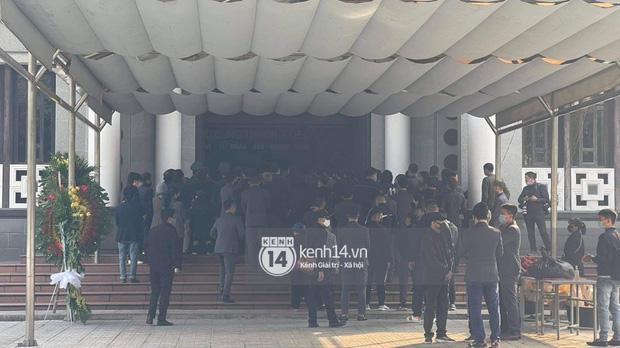Tang lễ cố NSND Hoàng Dũng: NS Xuân Bắc - Huỳnh Anh cùng nhiều đồng nghiệp đến viếng, linh cữu được đưa đi an táng-9