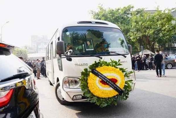 Bên trong lễ tang NSND Hoàng Dũng: Giới nghệ sĩ nghẹn ngào, mắt đỏ hoe trong giờ phút tiễn đưa linh cữu về nơi an nghỉ-14