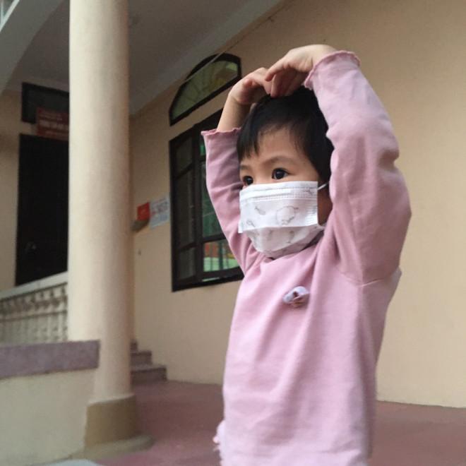 Cẩm Giàng: Nữ y tá cách con 30m trong tâm dịch, nghe tiếng con khóc xé ruột gan mà không thể chạm vào-7