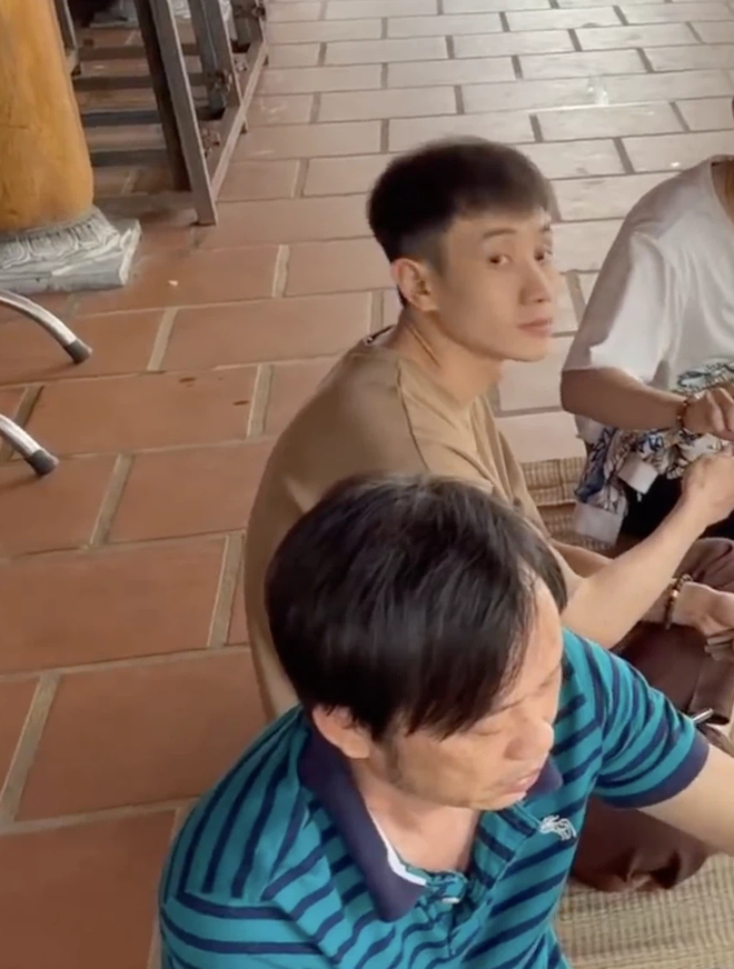 """Trai đẹp lọt vào mắt xanh dân mạng khi ăn cơm ké"""" nhà danh hài Hoài Linh, info được tìm ra trong phút mốt-3"""