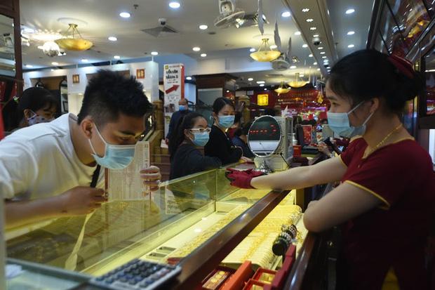 Trước ngày Thần Tài, một người bán 130 cây vàng thu về hơn 7,2 tỉ đồng-2