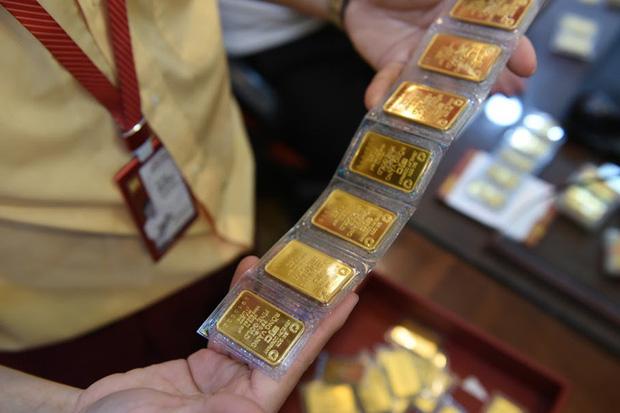 Trước ngày Thần Tài, một người bán 130 cây vàng thu về hơn 7,2 tỉ đồng-3