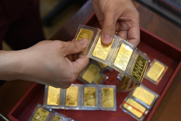 Trước ngày Thần Tài, một người bán 130 cây vàng thu về hơn 7,2 tỉ đồng-4