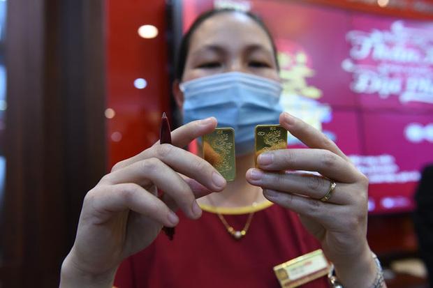 Trước ngày Thần Tài, một người bán 130 cây vàng thu về hơn 7,2 tỉ đồng-6