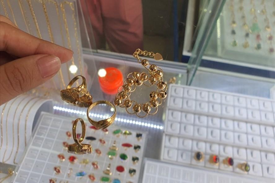 Cẩn thận mất tiền oan vì mua phải vàng non-1