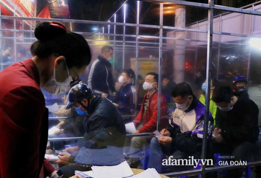 Người Hà Nội xếp hàng từ 3h sáng chờ mua vàng ngày vía Thần Tài-6