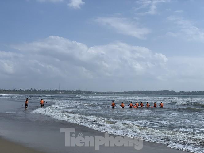 Cứu người đuối nước, bảo vệ nhà hàng mất tích cùng nạn nhân-2