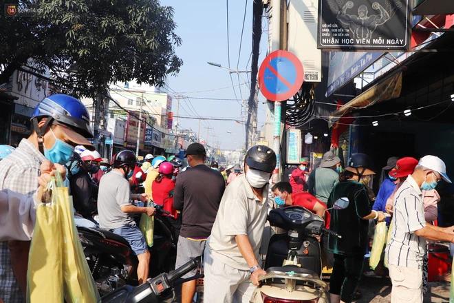 Phố cá lóc nướng đông nghẹt ngày vía Thần tài, nhiều gia đình hốt bạc khi bán sạch 2.000 con trong một buổi sáng-12