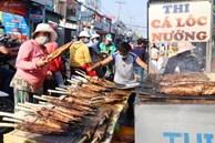 Phố cá lóc nướng đông nghẹt ngày vía Thần tài, nhiều gia đình 'hốt bạc' khi bán sạch 2.000 con trong một buổi sáng