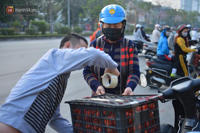 Chuyện người Hà Nội giải cứu hàng chục tấn nông sản: Hàng bán được, bà con Hải Dương mừng lắm-18