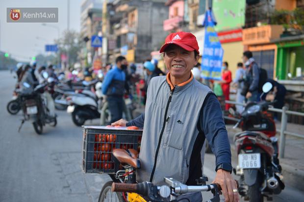 Chuyện người Hà Nội giải cứu hàng chục tấn nông sản: Hàng bán được, bà con Hải Dương mừng lắm-17
