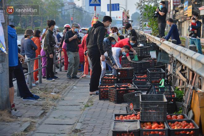 Chuyện người Hà Nội giải cứu hàng chục tấn nông sản: Hàng bán được, bà con Hải Dương mừng lắm-12