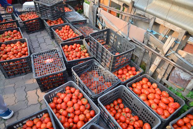 Chuyện người Hà Nội giải cứu hàng chục tấn nông sản: Hàng bán được, bà con Hải Dương mừng lắm-4