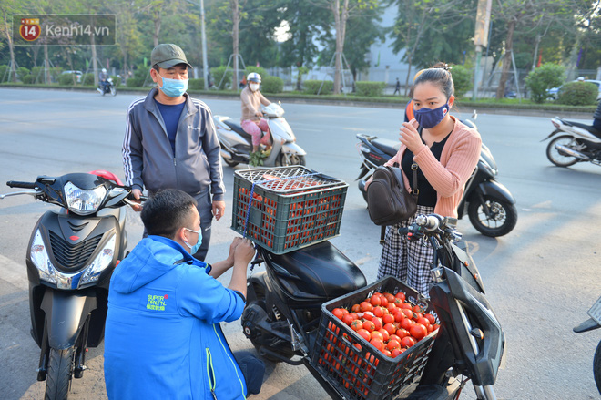 Chuyện người Hà Nội giải cứu hàng chục tấn nông sản: Hàng bán được, bà con Hải Dương mừng lắm-20