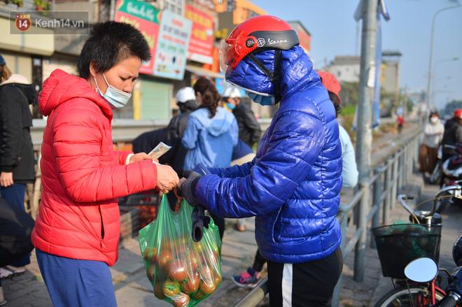 Chuyện người Hà Nội giải cứu hàng chục tấn nông sản: Hàng bán được, bà con Hải Dương mừng lắm-10