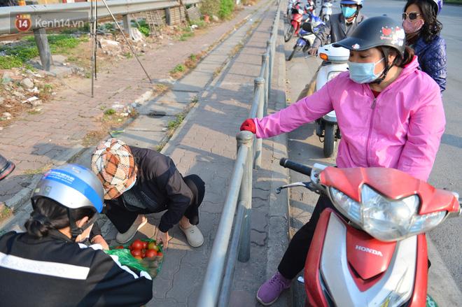 Chuyện người Hà Nội giải cứu hàng chục tấn nông sản: Hàng bán được, bà con Hải Dương mừng lắm-21