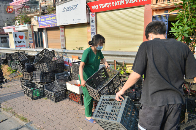 Chuyện người Hà Nội giải cứu hàng chục tấn nông sản: Hàng bán được, bà con Hải Dương mừng lắm-14
