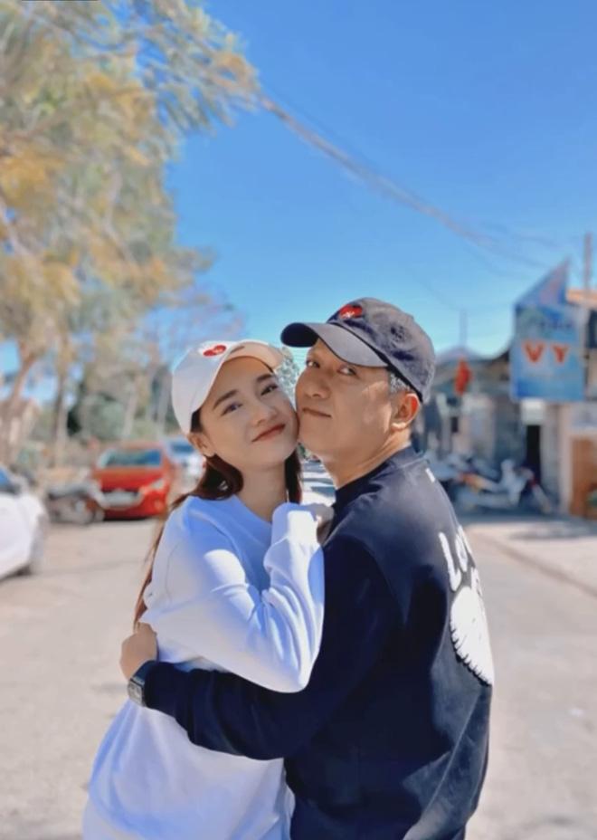 """Nhã Phương phát cẩu lương"""": Chồng đút từng miếng, hôn hít giữa phố, bảo sao Trường Giang nói Vợ tôi sướng nhất quận Phú Nhuận""""-8"""