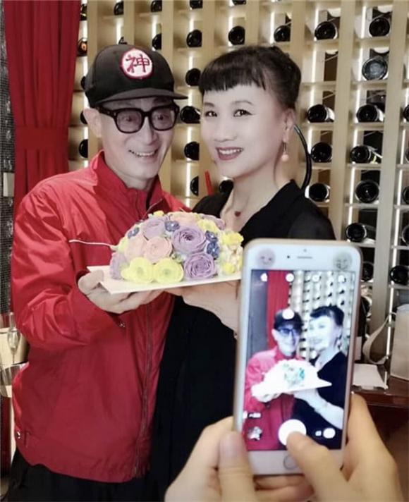 Con gái Lục Tiểu Linh Đồng gần 30 tuổi vẫn chưa lập gia đình, hình ảnh lộ ra mới thấy ai mà có gan dám cưới đây-4