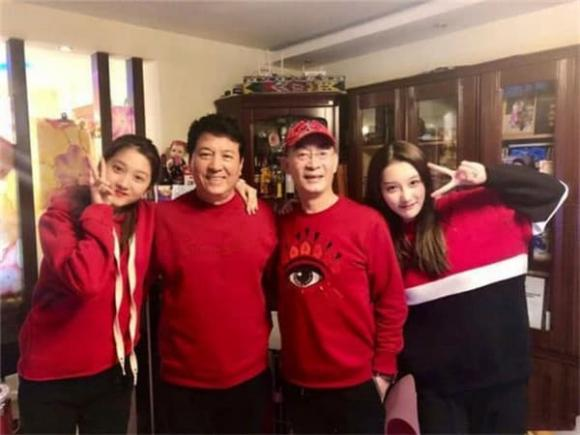 Con gái Lục Tiểu Linh Đồng gần 30 tuổi vẫn chưa lập gia đình, hình ảnh lộ ra mới thấy ai mà có gan dám cưới đây-6