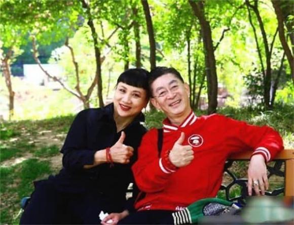 Con gái Lục Tiểu Linh Đồng gần 30 tuổi vẫn chưa lập gia đình, hình ảnh lộ ra mới thấy ai mà có gan dám cưới đây-8