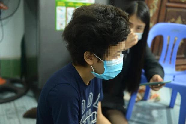 Mẹ bé gái 12 tuổi bị bạo hành, xâm hại tình dục ở Hà Nội: Vớ được cái gì ở ngoài đường là đánh nó bằng cái đấy-1