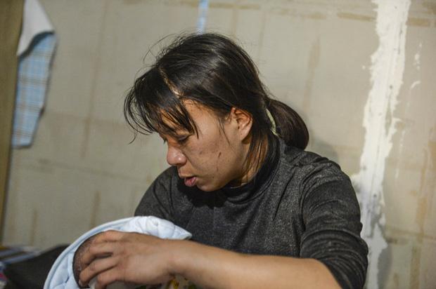 Mẹ bé gái 12 tuổi bị bạo hành, xâm hại tình dục ở Hà Nội: Vớ được cái gì ở ngoài đường là đánh nó bằng cái đấy-7