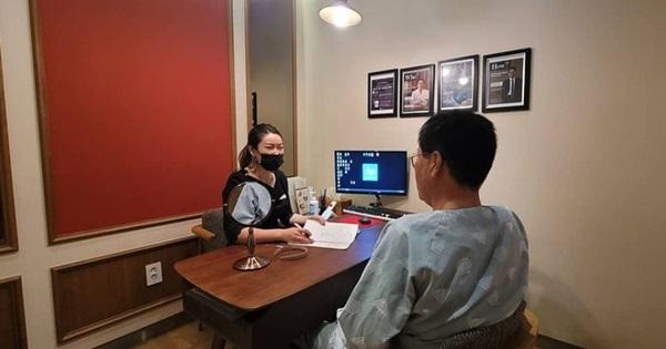 Con cái Hàn dẫn cha mẹ đi phẫu thuật thẩm mỹ để báo hiếu-3