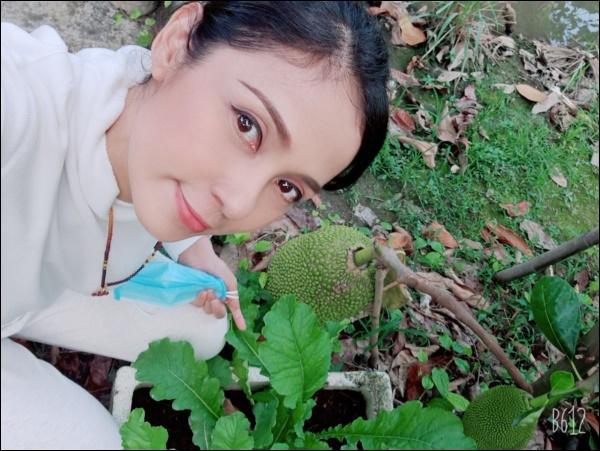 Nhà vườn hoành tráng của Người đẹp Tây Đô Việt Trinh qua Tết vẫn rộn ràng hoa trái, không gian đáng sống ai cũng mơ-2