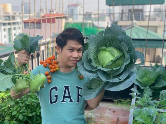 Ca sĩ Trọng Tấn và con gái thu hoạch rau trồng trên tầng thượng-7