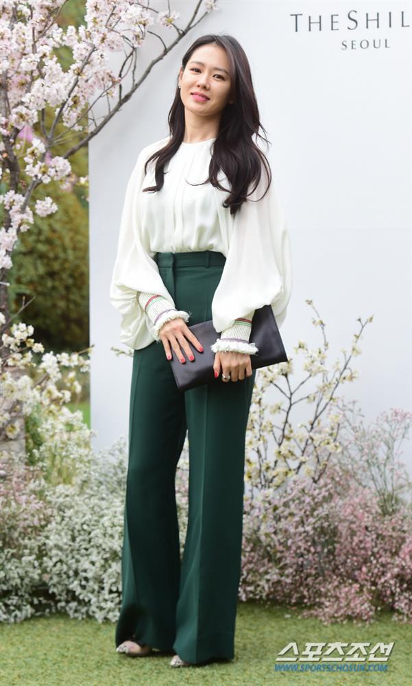 Quần ống rộng phổ biến như thế mà Son Ye Jin rất hiếm khi mặc, và đây chính là lý do-5