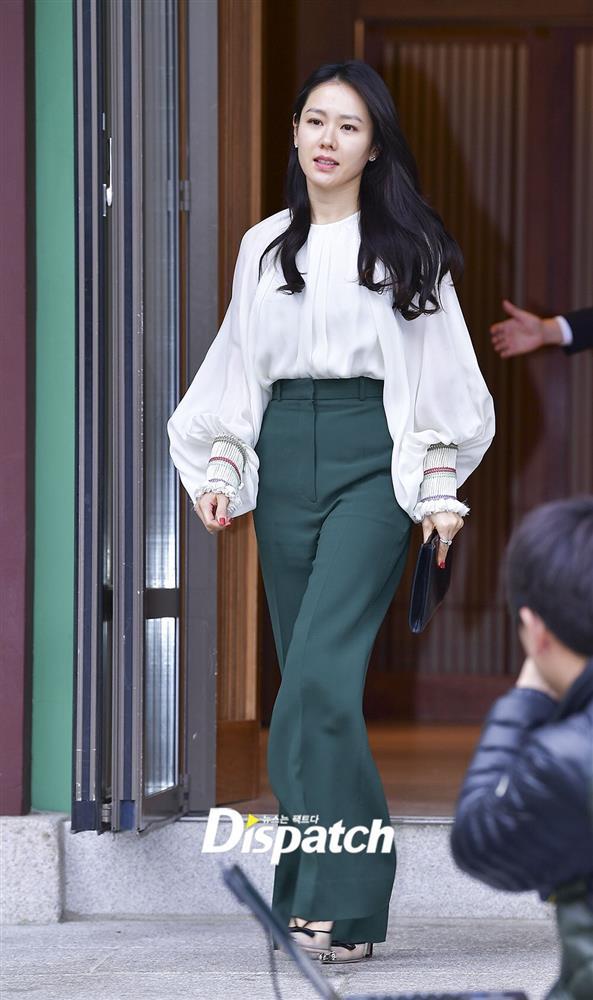 Quần ống rộng phổ biến như thế mà Son Ye Jin rất hiếm khi mặc, và đây chính là lý do-6