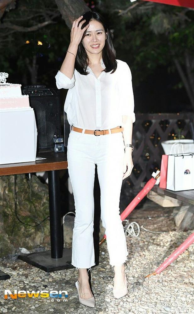 Quần ống rộng phổ biến như thế mà Son Ye Jin rất hiếm khi mặc, và đây chính là lý do-10