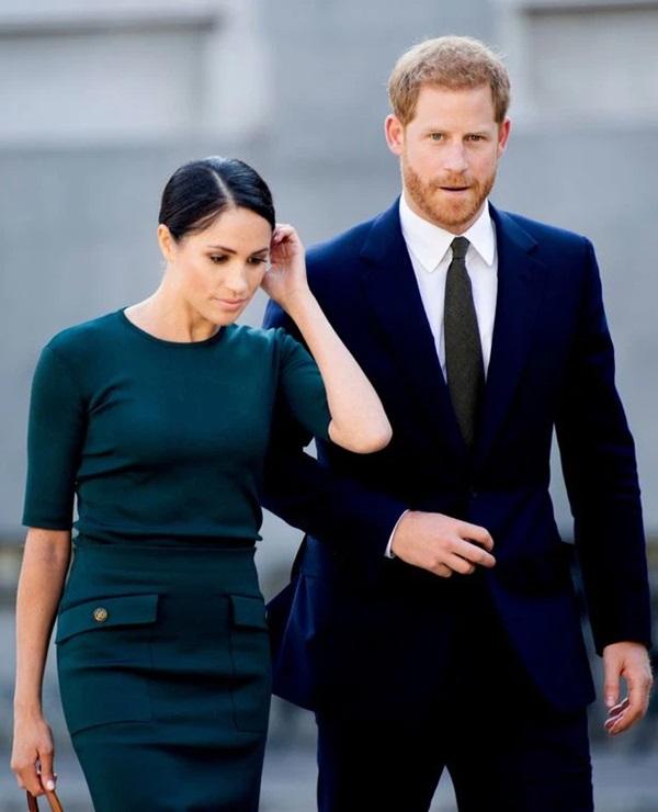 Sau thông báo thiếu tôn trọng của vợ chồng Meghan Markle, Nữ hoàng Anh có động thái mới khiến nhà Sussex xấu hổ không nói nên lời-2