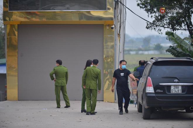 Nhân chứng bàng hoàng kể lại giây phút 8 người bị chém thương vong: Một người đàn ông nằm gục trên ô tô, máu chảy rất nhiều-2