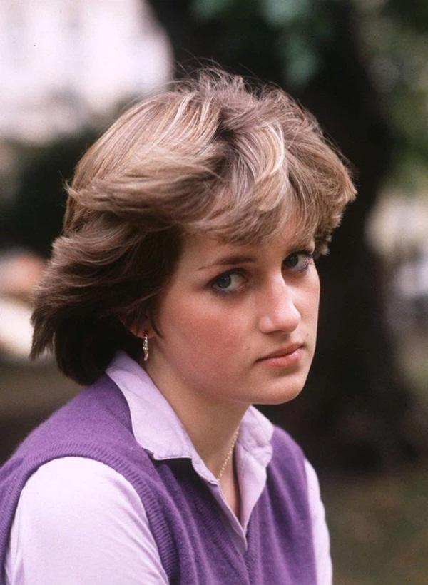 15 bức ảnh không thể quên của Công nương Diana suốt 15 năm chôn chân trong hôn nhân bi kịch: Hạnh phúc chẳng mấy mà sao khổ đau chất đầy?-1