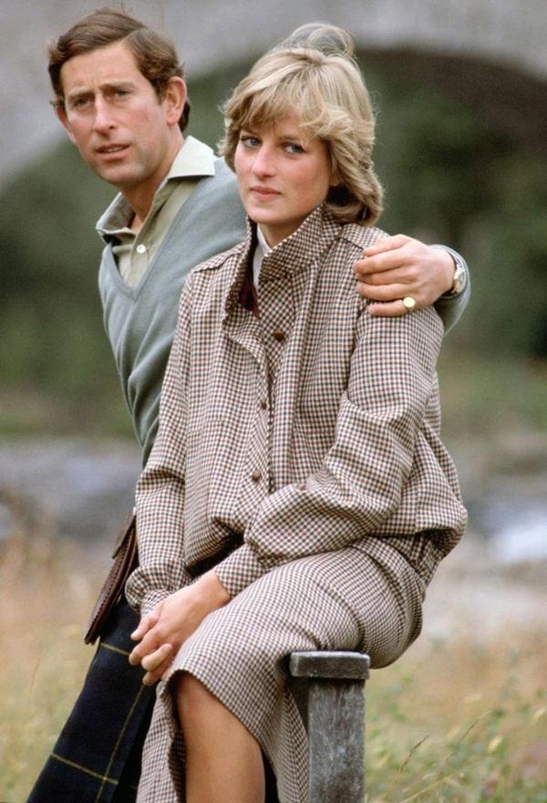 15 bức ảnh không thể quên của Công nương Diana suốt 15 năm chôn chân trong hôn nhân bi kịch: Hạnh phúc chẳng mấy mà sao khổ đau chất đầy?-4