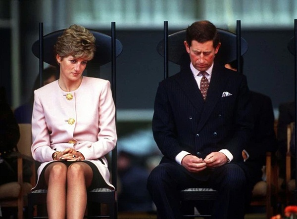 15 bức ảnh không thể quên của Công nương Diana suốt 15 năm chôn chân trong hôn nhân bi kịch: Hạnh phúc chẳng mấy mà sao khổ đau chất đầy?-11